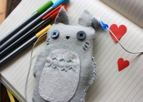 Totoro iPhone Cover by Queroli