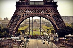 A giant in Paris by whiteti6er