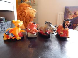 Lion king Austrailian Red Rooster Figures by OliveTree2