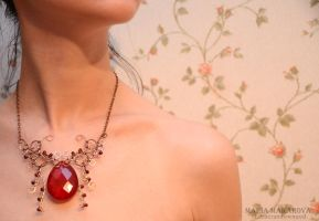 Necklace 'Red Pristess' by Madormidera