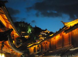 Lijiang Skyline by Noniway
