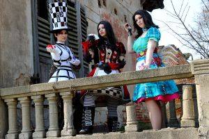 Alice Madness Returns Cosplay Group by Flitzichen