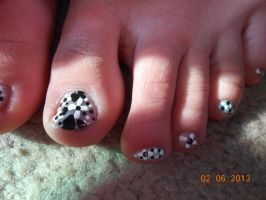 Did Des's toes by Agathanaomi