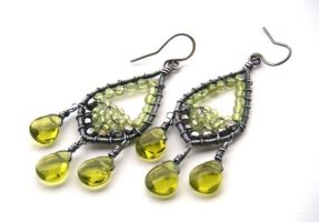 peridot silver earrings by annie-jewelry