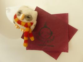 Needle Felt Hedwig Magnet Wearing Hogwarts Scarf by Sarsie