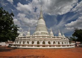 Stupa at Wat Prayurawongsawat Worawiharn by David-Will