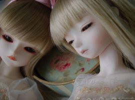 sisters.4 by ball-jointed-Alice