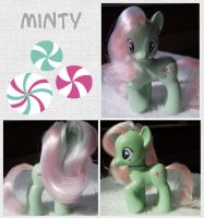 Minty by phasingirl