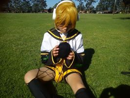 Len Kagamine cosplay by zukitocoser