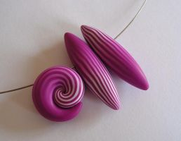 Pink squiggle beads by OriginalBunny