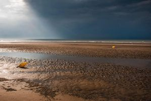 The beach one day of thunderstorm! by Tetelle-passion