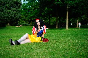 Snow White waiting for Prince Charming by flop404