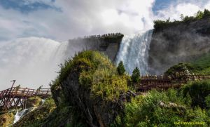 Mighty Niagara by liquidozzwald