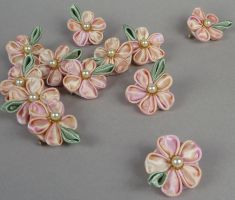 Peaches and Dreams Kanzashi by SewDesuNe