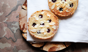 Lemon, almond and rapsberry Tarts by Cachahuete