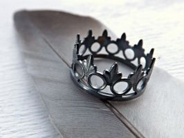 black crown ring by Siihraya