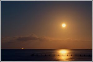 The Moon rising. by chivt800