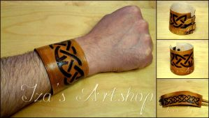 Leather cuff with a celtic knot by izasartshop
