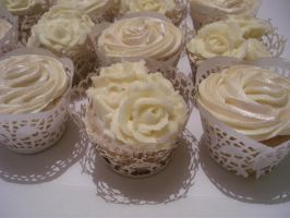 Wedding Cup Cakes.1 by gertygetsgangster
