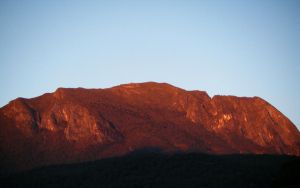 Red Mountain by knozos