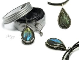 Midnight Queen - Labradorite Pendant by FILIGRY