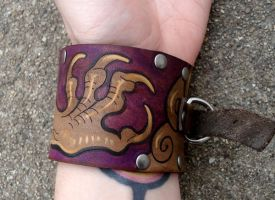 Dragon claw cuff by missmonster