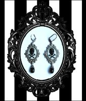 Skull cameos gothic earrings by Pinkabsinthe