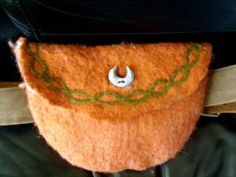 felted belt pouch by Gruselwusel