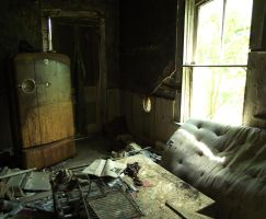 Abandoned house by lynetteenright