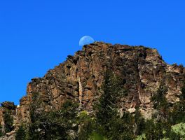 Rifle Peak Moon by MartinGollery