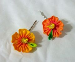 Small hibiscus bobby pins by EruwaedhielElleth