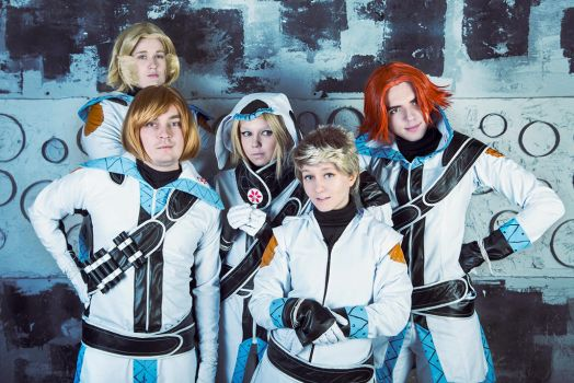 Stand Still Stay Silent Cosplay: Crew photo by GeiYin
