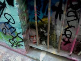 Creepy Graffiti head by countercharm
