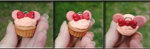 Minnie Mouse inspired cupcake by MadamLuck