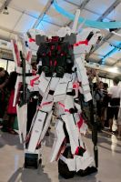 Unicorn Gundam cosplay rear view by Clivelee