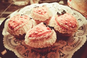 strawberry cupcakes by twinphotography