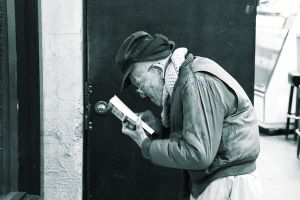 Old Man Reading by elpez7