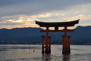 Miyajima shrine by sunset by Mazarde