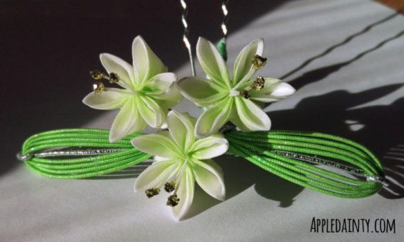 Lily Trio Kanzashi Hairpin by AppleDainty