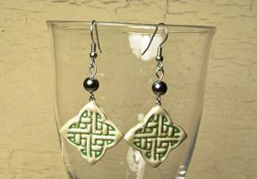 Celtic knot earrings by skuggsida