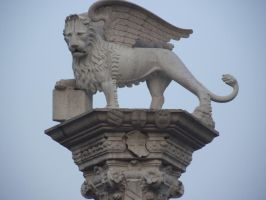 statues of griffin , Vicenza italy by lordstormZ