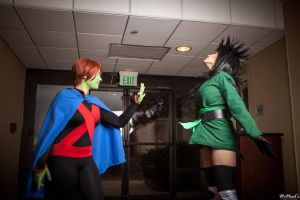 Miss Martian vs. Cheshire from YJI by St3phBot