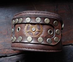 Gear cuff by missmonster