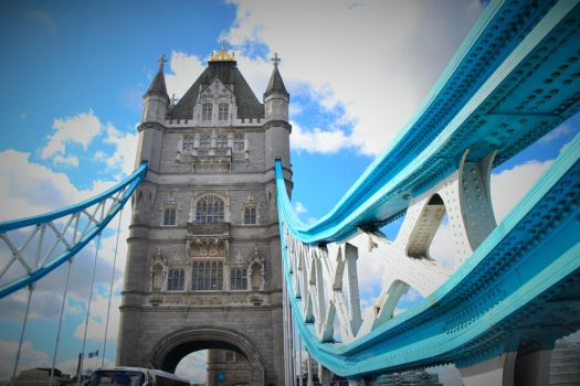Tower Bridge by c4mper
