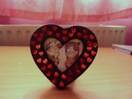 Dipper and Mabel heart photo frame by GravityFalls1Fan