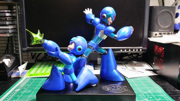 MegaMan 25th Anniversary Statue Finished by busymodeler