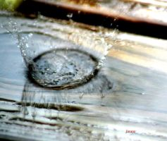 Exploding water by jcphotos