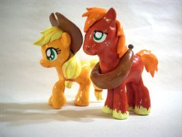 AJ And Big Mac Sculpts by CadmiumCrab