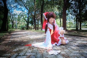 Touhou Project - Reimu Hakurei by wisely84