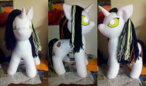 GLaDOS Pony by mousenet
